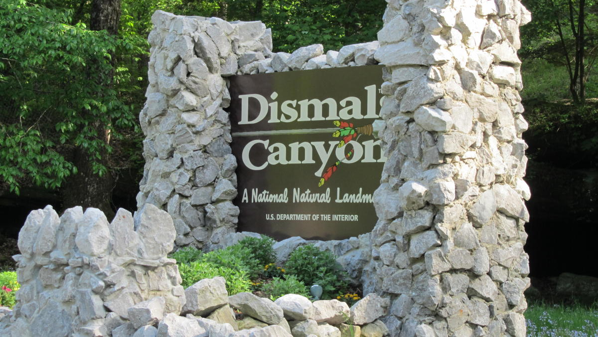 An image of the Dismals Canyon entrance.